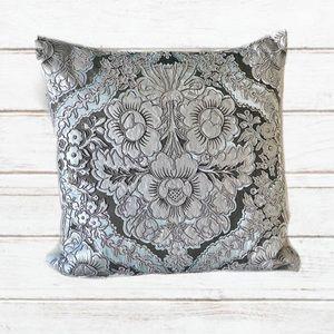 CALLISTO HOME luxury pillow